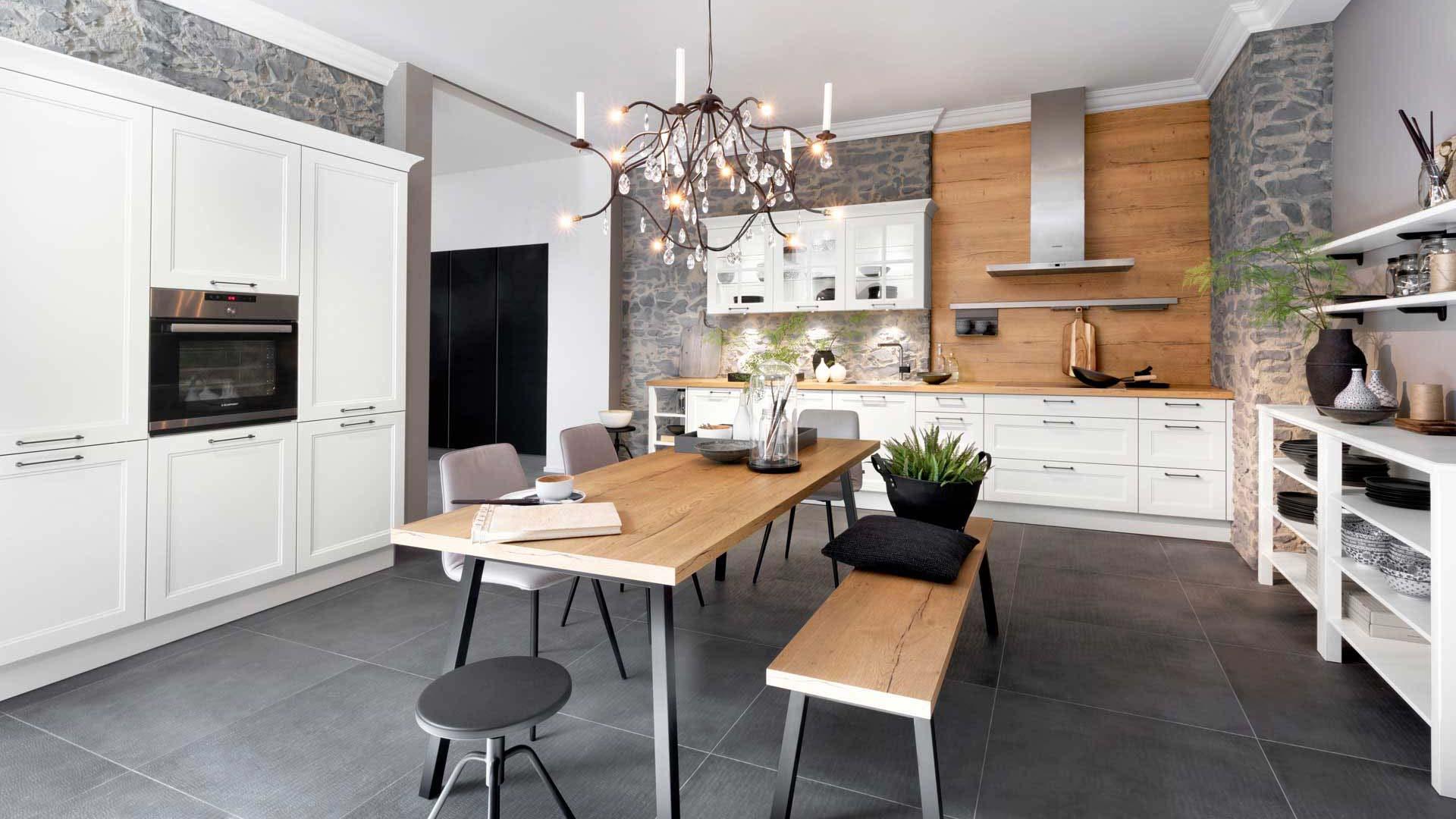 Küche im Landhaussstil mit Miele Backofen und Dampfgarer im Küchenstudio Ebner & Spuller in Graz