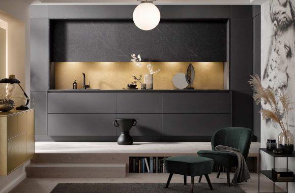 Küchentrends 2020 Häcker Antharazit und Goldlack im Miele Center Ebner & Spuller