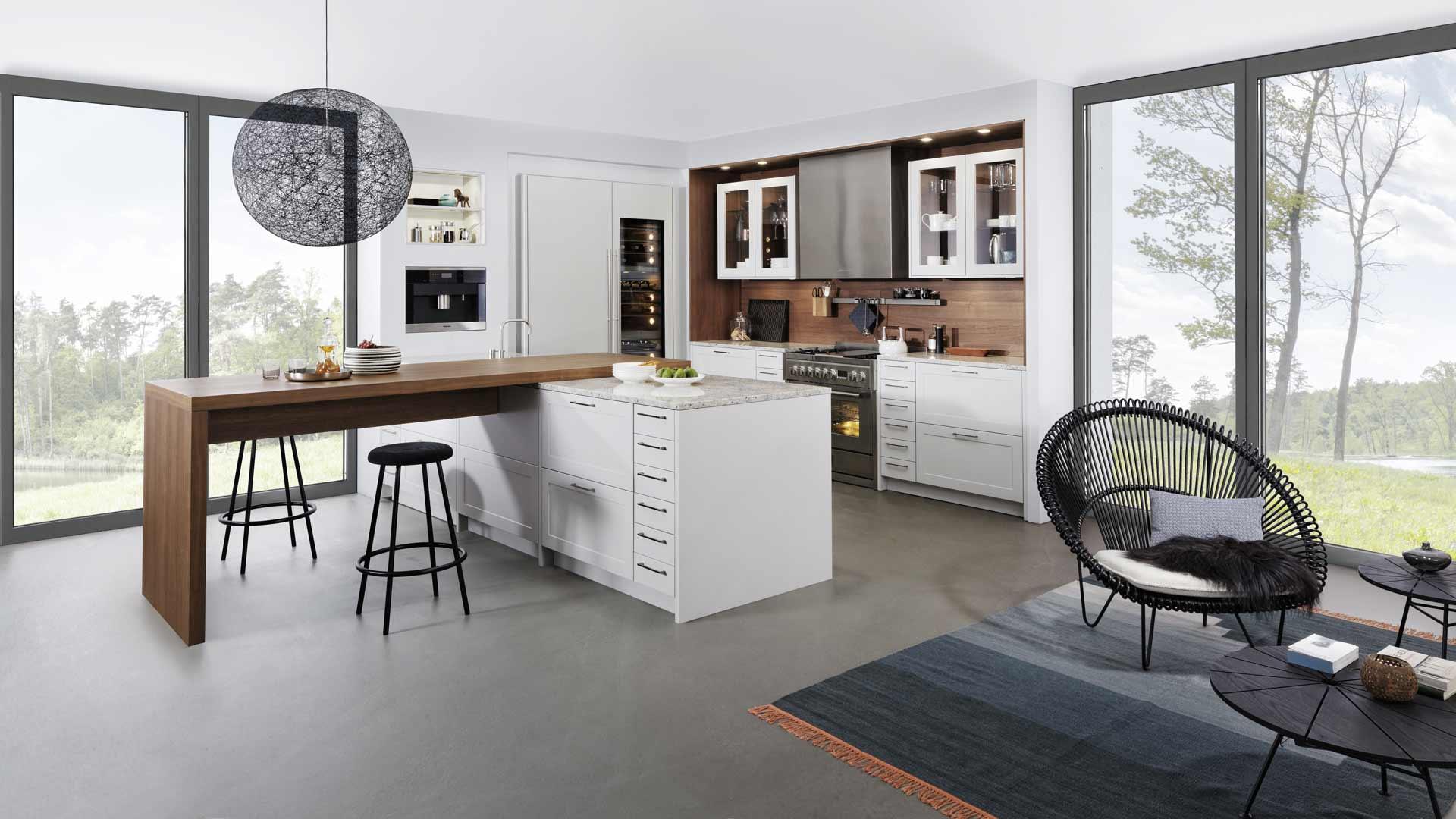 Leicht Küche in traditionellem Weiß bei Miele Center Ebner & Spuller in Graz